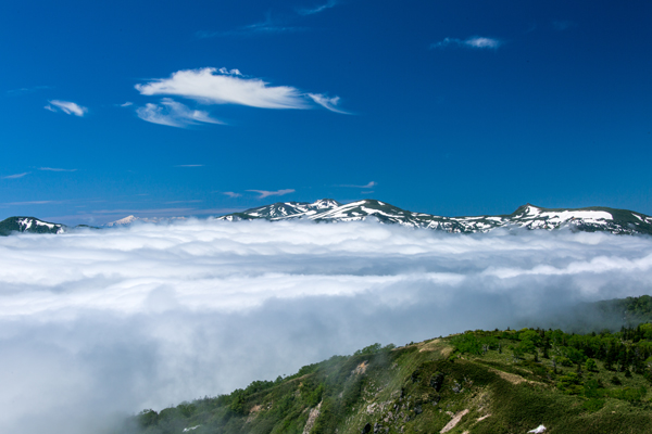 Experience the breathtaking panorama and the sea of clouds on top of the Amihari lookout lifts