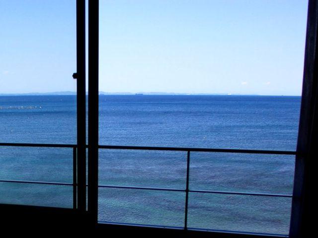 [<ビジネス利用/1人旅におすすめ> 素泊まり プラン ※金・土・日曜日、シーズン期等の繁忙日を除く] 【客室からの眺望】どこからでも真っ青な紺碧の海を望むことができ、リラックス&リフレッシュには最高です