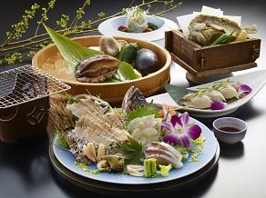 夏のグルメコース!あわび地魚刺盛り・踊焼き付き旬菜ビュッフェ