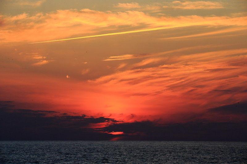 夕陽の美しい前原海岸