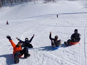 そりあそび、雪遊びまだまだまだ楽しめますよ