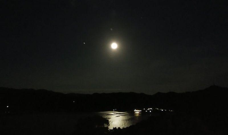 福良湾に輝く月 次の満月は