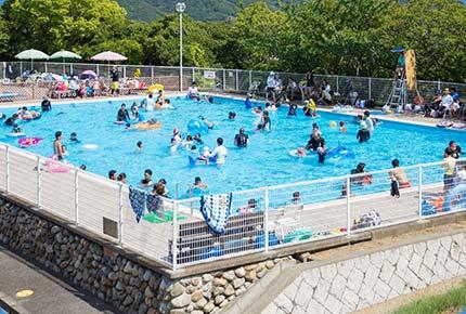お子様に人気!夏を満喫 プールで大はしゃぎ♪