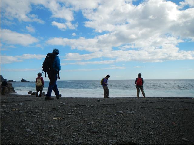 [【旅Q】ゆったりペースで歩く~春のみちのく潮風トレイル] 雄大な太平洋を眺める