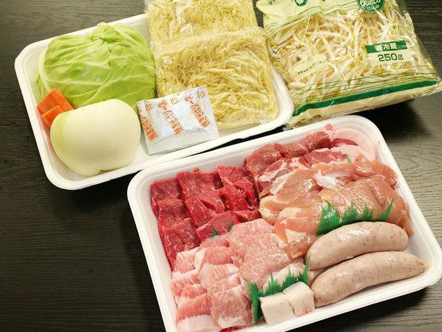 [手ぶらでキャンプ レギュラー乳頭キャンププラン(夕食 焼肉セット)] 大人気!ボリューム満点BBQ食材<br />牛・豚・鶏300g!