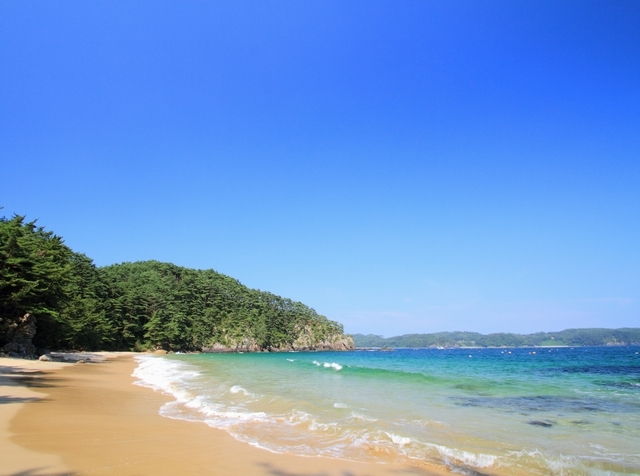 """[のんびりと""""島""""の時間をお楽しみ下さい。連泊がお得です♪癒しの島滞在プラン【2泊】] 一年を通じて碧く穏やかな海の心地良い潮騒が、訪れる人々の心を癒します。"""
