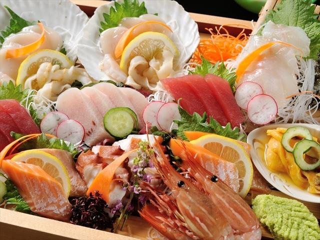 [お魚好きな方はぜひこちらのプランをどうぞ!気仙沼港町会席] お刺身は気仙沼自慢の旬漁を7点盛りでご用意致します。※写真のお刺身は2名様用です。