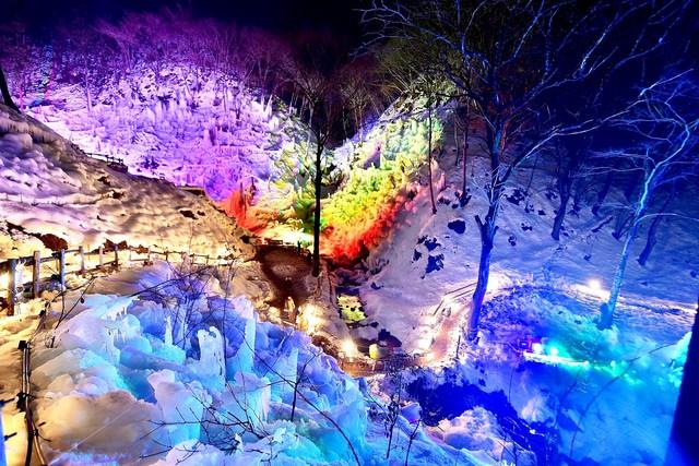 [【Q会員様限定】【1/20.27、2/3.17.24限定】【バス送迎付き】  秩父三大氷柱『あしがくぼの氷柱』ライトアップ鑑賞付き] あしがくぼの氷柱・ライトアップ ※イメージ