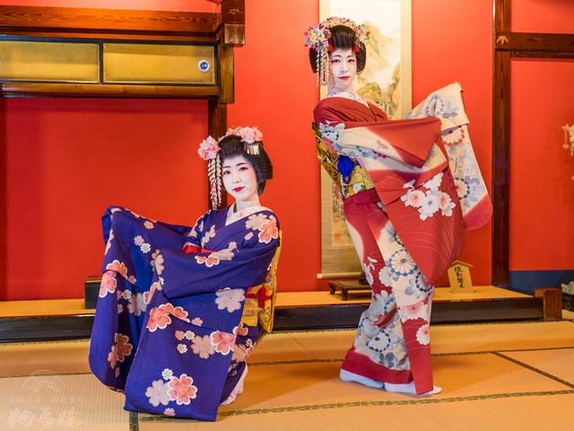 [酒田舞妓の演舞観劇と昼食 山居倉庫] 酒田舞妓の演舞をご覧いただけます