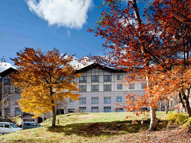 [【連泊するとお得】天然温泉を楽しむ【2泊】鹿沢の休日2019年10月~] 外観 紅葉は赤から黄色へ長い期間楽しめます
