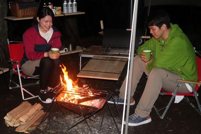 [手ぶらでオータムキャンプ 【夕食:バーベキュー&ポトフ】温泉入浴1回券サービス♪] 焚火の炎を眺めながらのんびり過ごす贅沢な時間<イメージ>