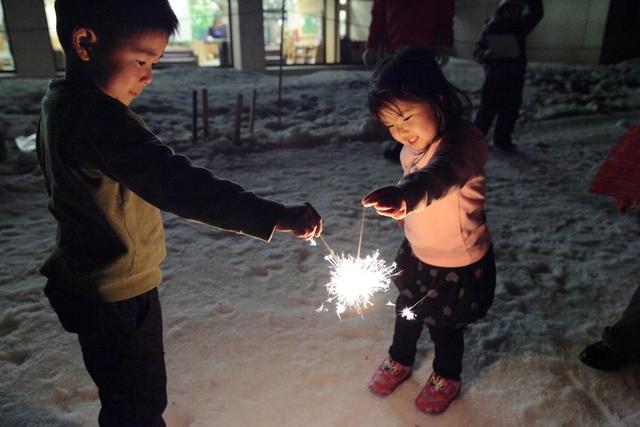 [【休暇村ルンルンスキー場リフト券1日分・昼食券付き】お子様、初心者歓迎☆ファミリー応援スキープラン] 雪の上で花火しちゃおう!冬の特別イベントです