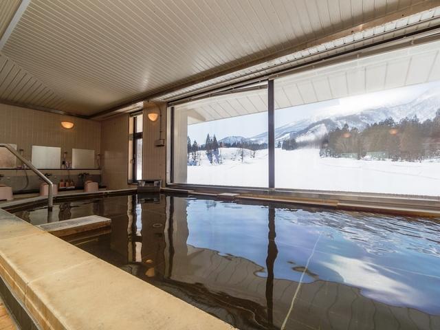 [【全館WiFi完備、BS完備】【スキーシーズン限定】当日予約も可能です。平日素泊まりプラン] 大浴場からご覧いただける妙高山