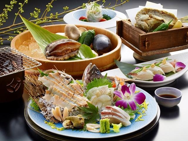 [【夏プレミアムコース】 「あわび刺盛りと踊り焼」付 夏彩料理] 夏のあわび刺盛りと踊り焼料理