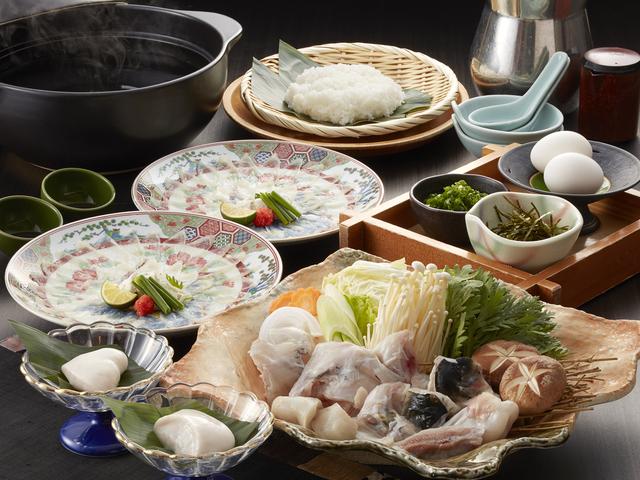 [【早割90】『 とらふぐ 』とごちそうビュッフェ【限定20食】~冬の厳選食材を堪能!とらふぐ料理いいとこどり~] とらふぐ料理 ※写真は2名様盛りとなります