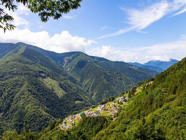 [【2021年】日本のチロル「下栗の里」を訪ねる 秘境の村遠山郷ツアー] 雄大な山々に囲まれた日本のチロル