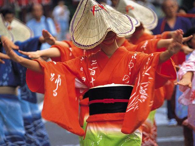 [【バスツアー付プラン】 国宝瑞龍寺とおわら風の盆まつり] 編み笠に浴衣姿で流し歩く格調高い踊り おわら風の盆