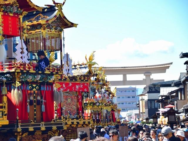 [【2泊4食付バスツアー】 日本三大美祭を見に行こう 秋の高山祭り] 秋の高山祭り