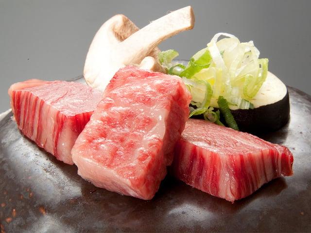 [ちょこっとお肉も食べたい方に!三国膳に『若狭牛の石焼き』付き♪【四季の三国膳デラックスコース《秋》】(H30.9.1~11.6)] お得にちょびっと贅沢をしたい方へ。若狭牛の石焼きのついた、三国膳デラックスコースです。