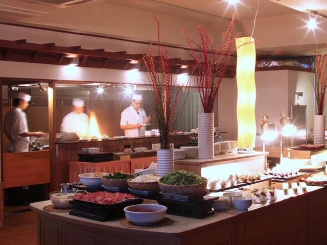 [【日にち限定】西館昼食 温泉入浴付!近江牛ランチビュッフェプラン] 近江牛ランチビュッフェではライブキッチンもお楽しみください!