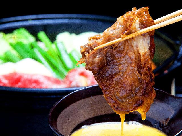 """[【特盛】 牛ぎゅう懐石""""] すき焼き(淡路産黒毛和牛)リブロースより赤身が多い霜降り肉で風味が良く柔らかい。"""
