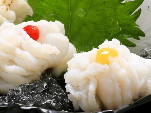 [本場淡路島の「べっぴん」鱧を堪能♪湯引き、天ぷら はも料理2品付き 海鮮ビュッフェ] はも湯引き。梅肉、酢味噌をかけてお召し上がりください。