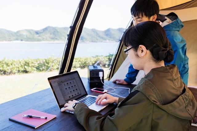 [☆テントも装備もグレードUP 手ぶらでキャンププランDX☆AC電源、水道・流し台付のサイトです。♪夕食は淡路牛&海鮮バーベキュー付] ワーケーションの利用もおすすめです。