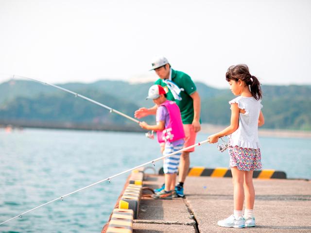 [<平日限定>新しいアウトドアスタイル『グランピングライト2020』(食材なしプラン)] 今夜のおかずは自分で釣った魚だ!頑張るぞ!!