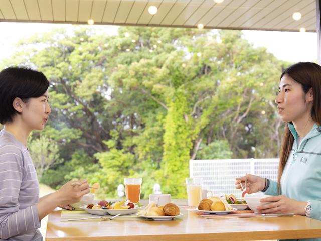 [【ゆったり温泉×たっぷり朝食】B&Bプラン] 朝陽を浴びながらお楽しみいただけるぜいたくな朝食ビュッフェ