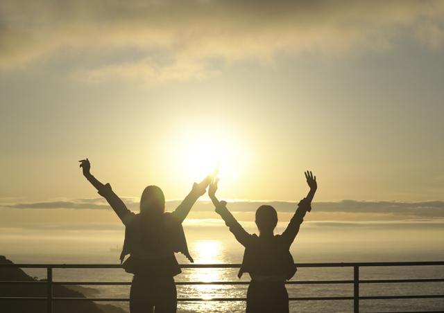 [気ままにのんびり過ごす南紀の休日お食事なしの素泊まりプラン] 空と海のテラスでは太平洋から昇る朝陽がお出迎えしてくれます