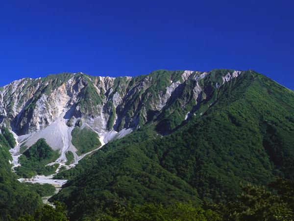 [【旅Q】大山参詣『大山みち』と日本の滝百選『大山滝』森林浴トレッキングツアー] 大山(北壁)大山川床より大休峠を経由し<br />大山滝へ通り抜け