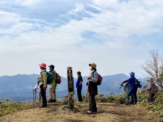 [旅Q】初心者向け 擬宝珠山・象山 初級登山講座ツアー【1泊コース】ツアー後解散] 擬宝珠山 山頂へ到着