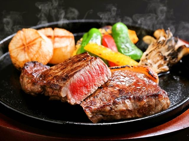 [【本館】 蒜山ジャージー牛 肉厚220gサーロインステーキ 付プラン] 脂肪分が少ない赤身は、牛肉の旨みが凝縮されてヘルシー!