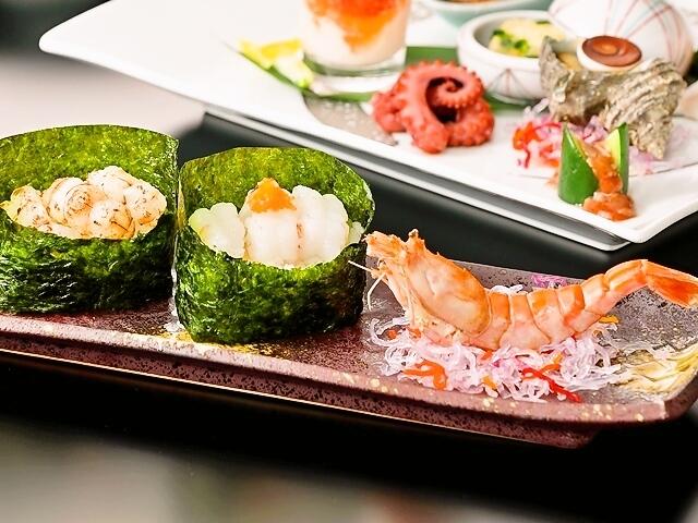 [【本館】 幻のモサエビ寿司と夏の高原会席プラン] 刺身、湯引き、炙りのモサエビをパリパリの海苔でお楽しみいただけます