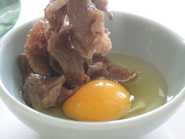 [人気の【比婆牛のすき焼き】美味しさギュ牛~と詰まった『比婆牛のすき焼き100g』宿泊プラン] 卵のこの弾力