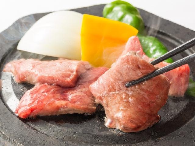 [人気の【比婆牛の石焼き】美味しさギュ牛~と詰まった『比婆牛の石焼き100g』宿泊プラン] 比婆牛の石焼 じゅうじゅう