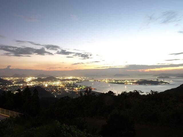 [五色台お得な連泊プラン【3泊6食】4月~] 駐車場の展望デッキ撮影した夕夜景です。