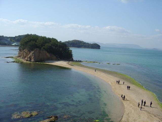 [【瀬戸内アートの旅】 ~オリーブの島 小豆島~を巡るツアー] 恋人たちの聖地『エンジェルロード』