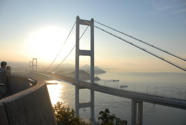 [【バスツアー】【2泊3日】~春のしまなみ海道~開山公園の桜と急流観潮船] 来島海峡大橋