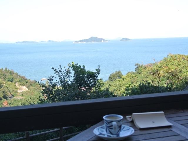[【1日1組限定】素敵なおもてなしプランご夕食は豪華な会席で♪朝食は朝から贅沢な「和膳」をご用意♪お部屋には世界に誇る「今治タオル」をセットしています!] 【ウッドテラス】穏やかな瀬戸内海の風景を眺めながら・・・。