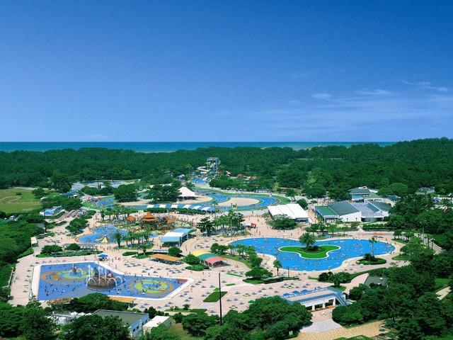 [【夏休みファミリープラン】西日本最大の流水プールで遊ぼう!! 海の中道サンシャインプール入場券付! ご夕食/ファミリー向けバイキング] 休暇村から車で20分 海の中道海浜公園内