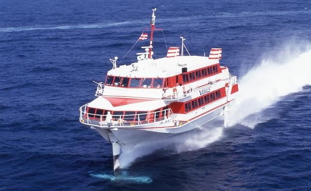 [高速船ジェットフォイルの旅 長崎壱岐の島めぐり] 博多港から壱岐郷ノ浦港まで約1時間 高速船ジェットフォイル「ヴィーナス」