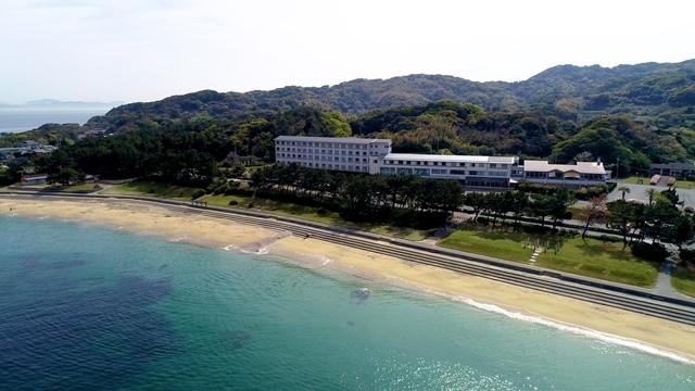 [【テレワーク応援を応援します】3密をさけて眺望の良い客室でワーケーション1泊朝食付き宿泊プラン!] 透明度の高い海に囲まれています!