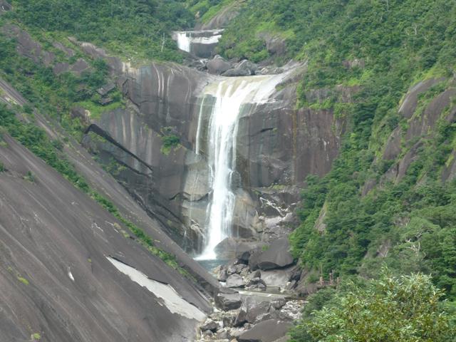 [【旅Q】高速船で行く!悠久の自然が息づく神秘の島、世界自然遺産「屋久島」をめぐる旅] 千尋の滝